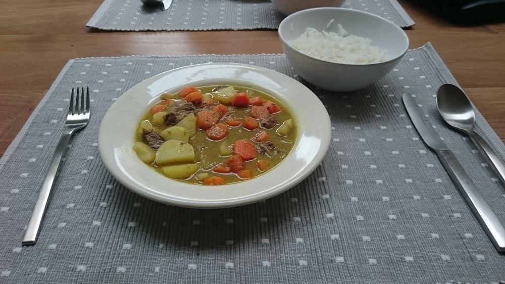 Aziatisch gekruid stoofpotje met wortel, aardappel en kokosmelk