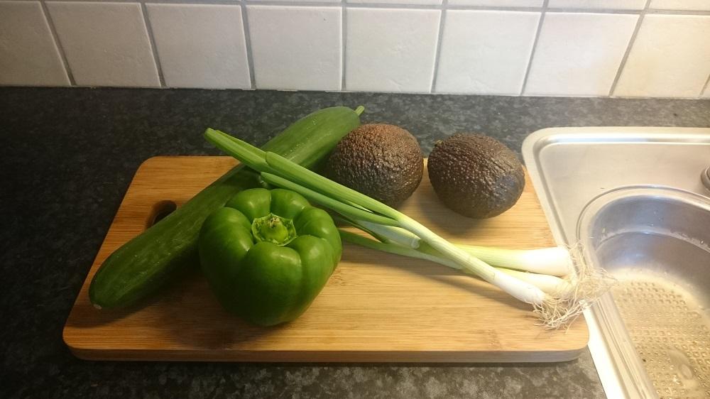 Paprika, avocado, lenteui voor de maaltijdsalade