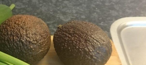 Twee avocado's