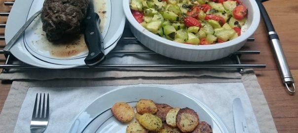 Runderrollade met groentes uit de oven en gebakken aardappelen