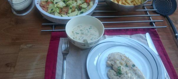 Kipfilet met witte wijnsaus en groentes uit de oven en patatjes