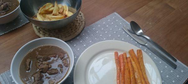 Stoofvlees in bier en bouillon met worteltjes uit de oven en-gebakken aardappeltjes uit de airfryer