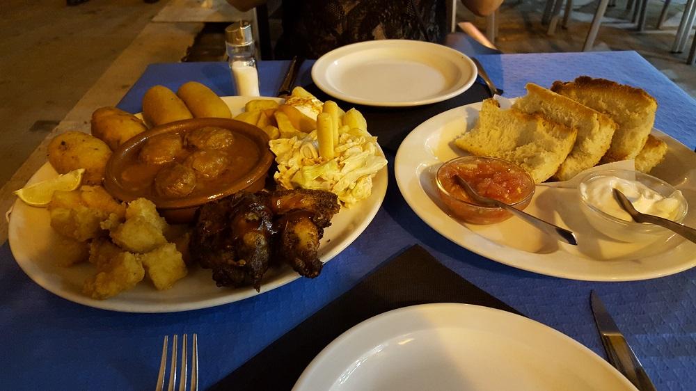 Tapas eten in Valencia in een biercafé