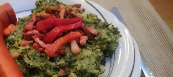 Mediterraanse boerenkoolstamppot met rode ui, rode peper en gegrilde paprika