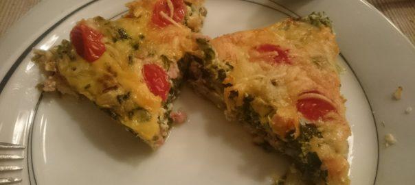 Hartige taart met andijvie, champignons, spekjes, tomaatjes