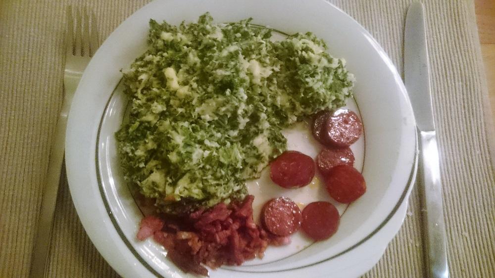 Boerenkoolstamppot met zoete aardappel, pastinaak, chorizo en spekjes