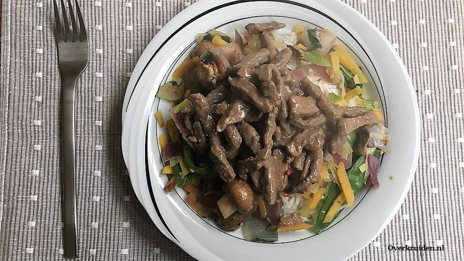 Aziatische rundvleesreepjes (gemarineerd) met Japanse groentes uit de wok en witte rijst
