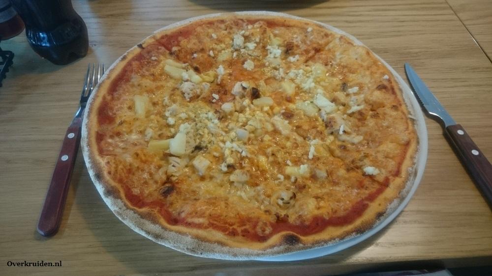 Pizza met rauwe knoflook.