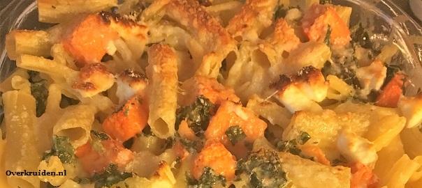 Vegetarische pasta met boerenkool, pompoen en geitenkaas