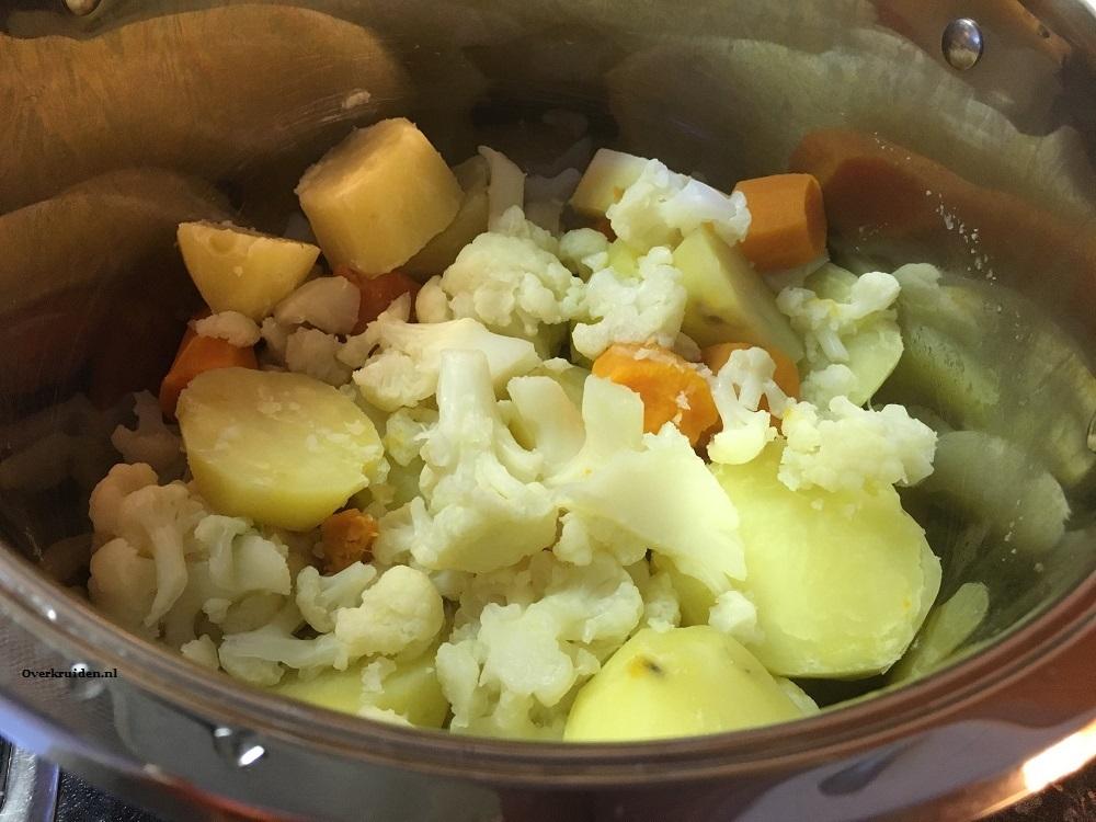 Bloemkool, zoete en gewone aardappel net gekookt