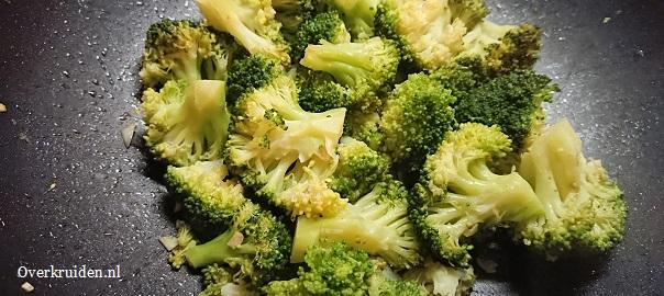 Broccoli met knoflook, garam masala en cayennepeper