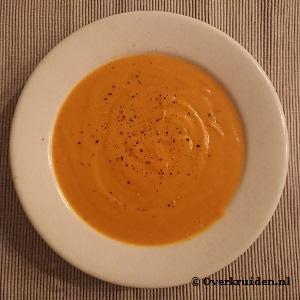 Pompoensoep zonder room met aardappel en ui