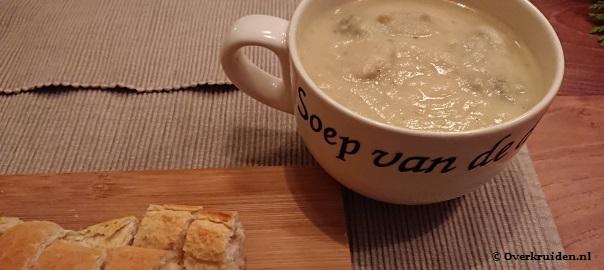 Bloemkoolsoep met champignons en stokbrood