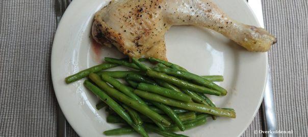 Gemarineerde kippenbout met sperziebonen uit de oven